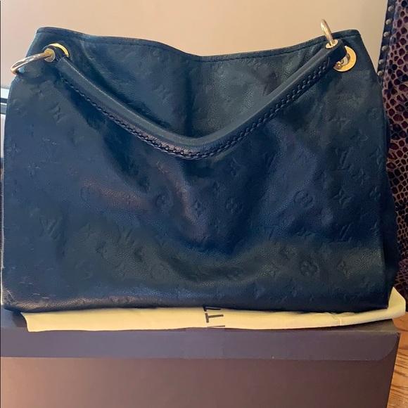 Louis Vuitton Artsy MM .Good condition.Dust bag .